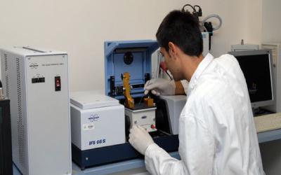 Identificación rápida y simple de microplásticos mediante Microscopía infrarroja JASCO